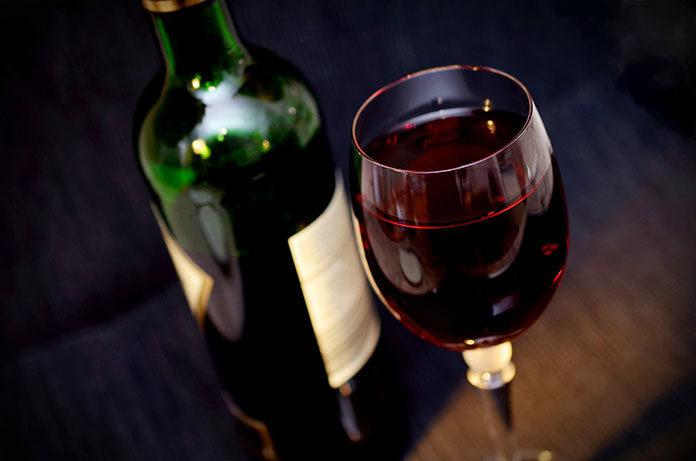 Stojaki na wino i ich rodzaje - jakie warto wybrać?