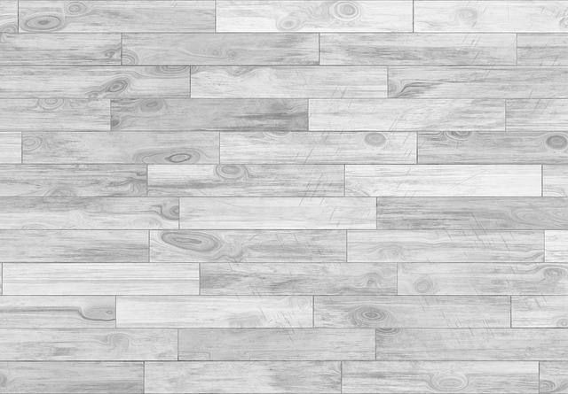 Drewniane schody i podłoga w domu