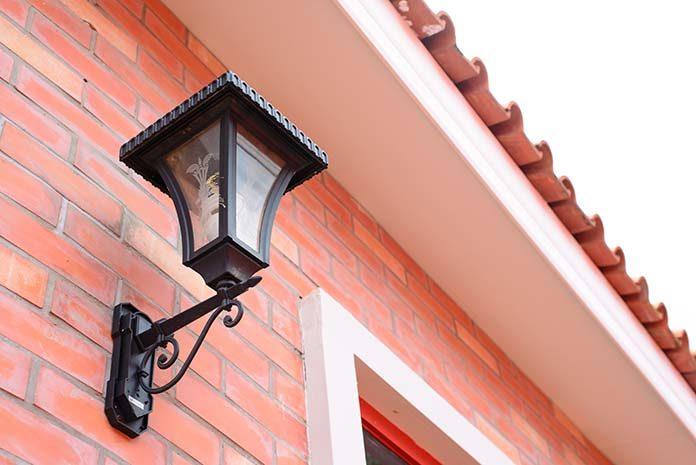Oświetlenie zewnętrzne - czy wiemy jak je zaplanować?
