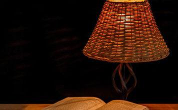 Jaką lampkę na biurko wybrać? Porady eksperta!