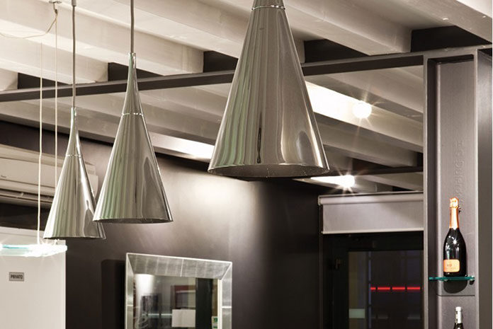 Lampy sufitowe do salonu – aranżacje w różnych wnętrzach