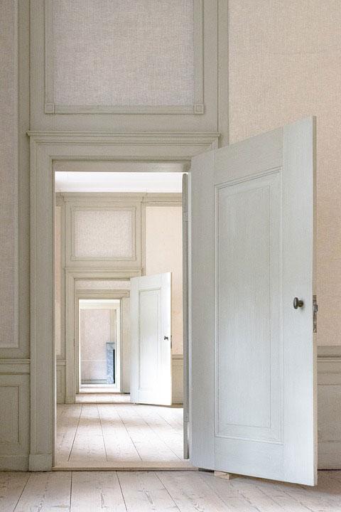 Jak dobrać samozamykacz do drzwi?