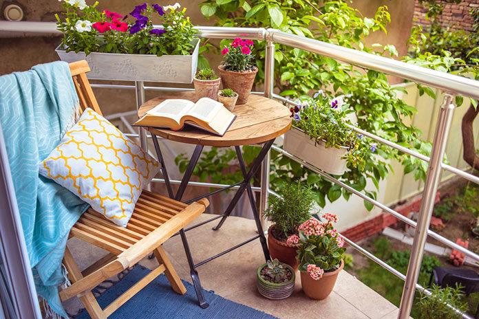 Dobry pomysł na aranżację miejskiego balkonu